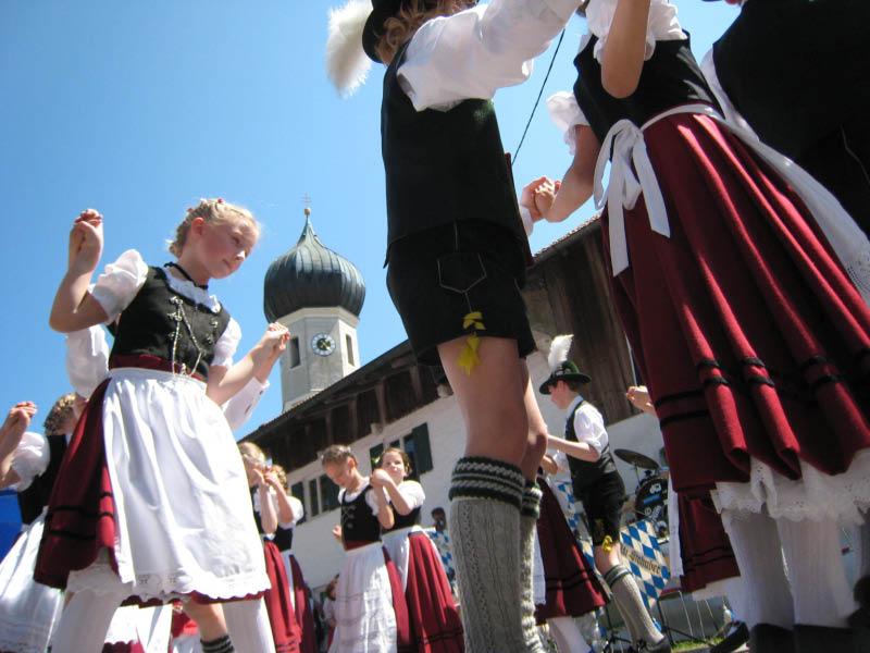 Auftritt am Tag der Gemeinde vor der alten Kirche
